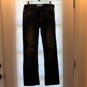 Junior's Size 5 Jeans with pocket/ front details!